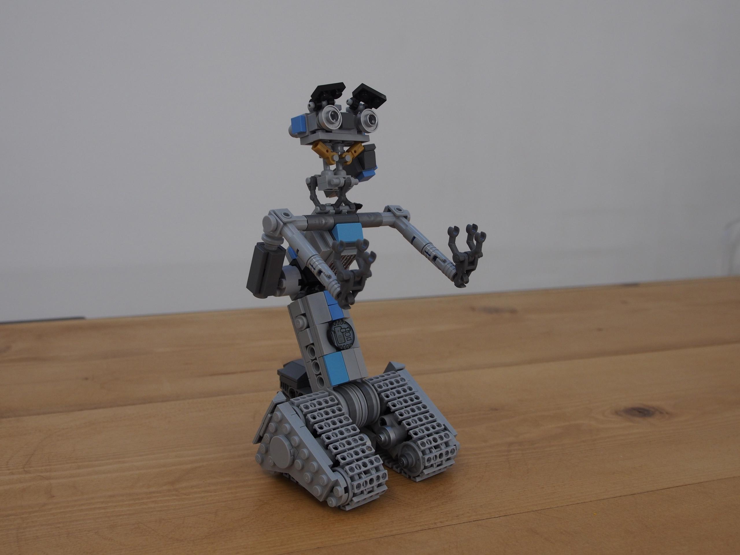 LEGO Johnny 5 Short Circuit Time Lapse